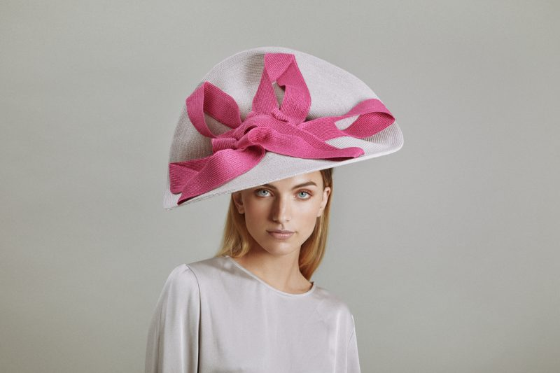 Chapeau couture relevé en paille cousue blanc et rose