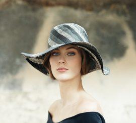 Wide-brimmed hat in straw