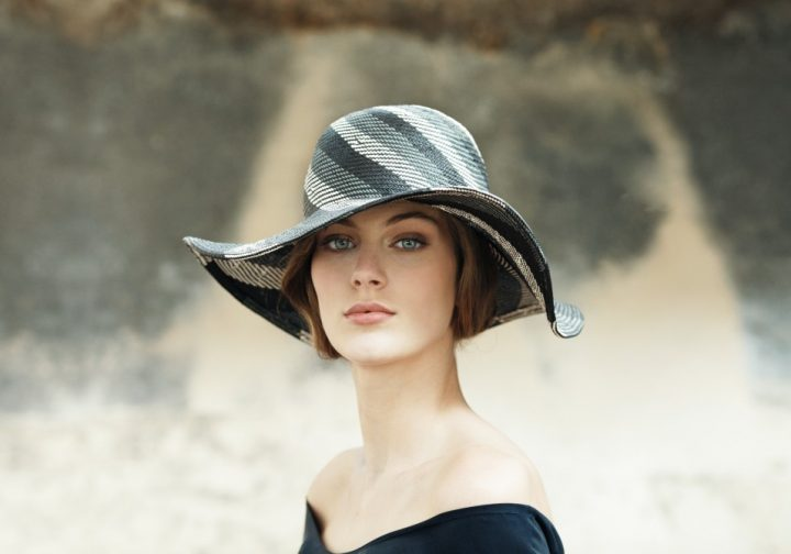 Wide-brimmed hat in straw