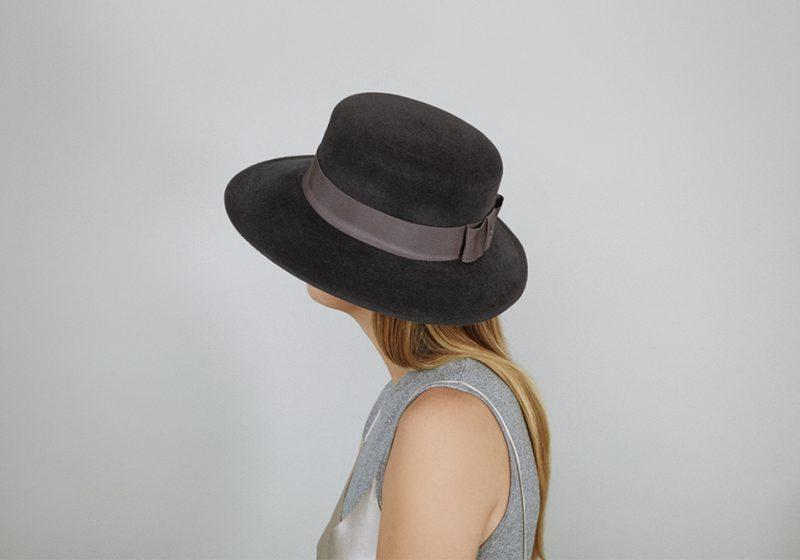 Hat in velvet felt