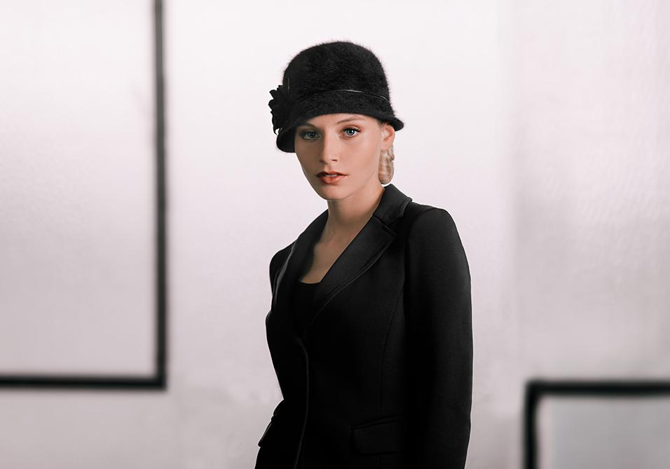 Fabienne Delvigne-Klokhoed-Tatiana-angora-zwart