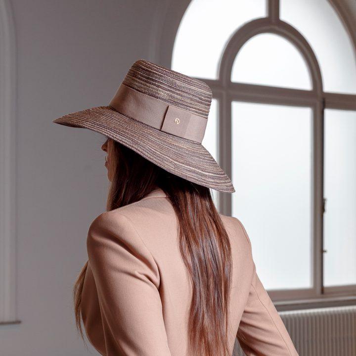 Chapeau pliable en paille cousue