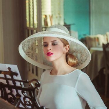 Chapeau capeline spectaculaire