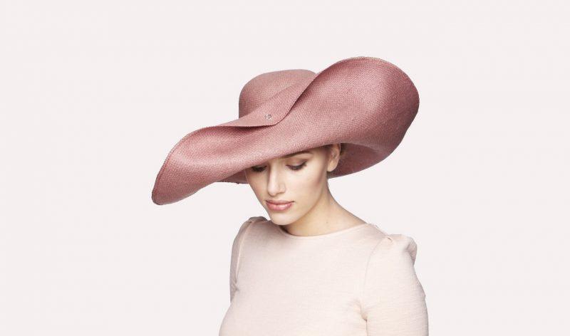 Chapeau relevé en panama