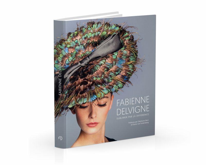L'ouvrage retrace la carrière hors du commun de Fabienne Delvigne, créatrice de chapeaux et détentrice d'un savoir-faire artisanal de haut luxe.