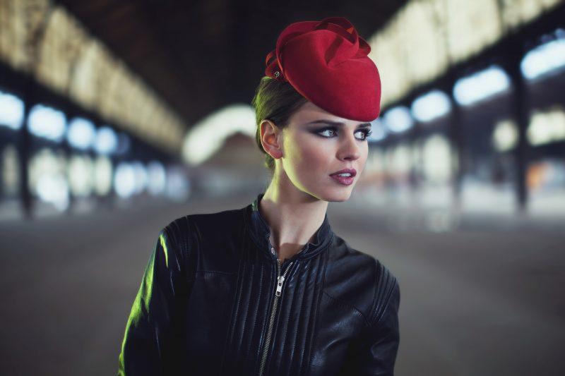 Kleine elegante en tijdloze bibi Bibi hoed in tweekleurig velours vilt