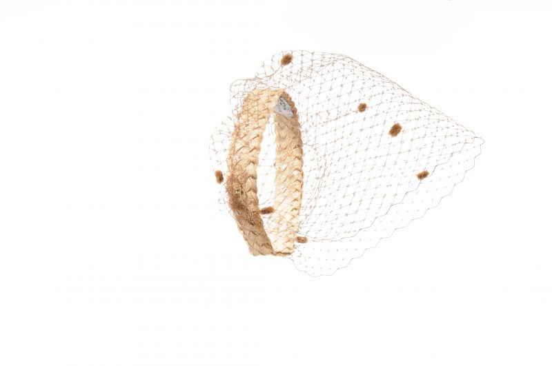 The new headband with spottedveil from the Maison Fabienne Delvingne is the essential accessory for this summer 2020. Available in various colors.