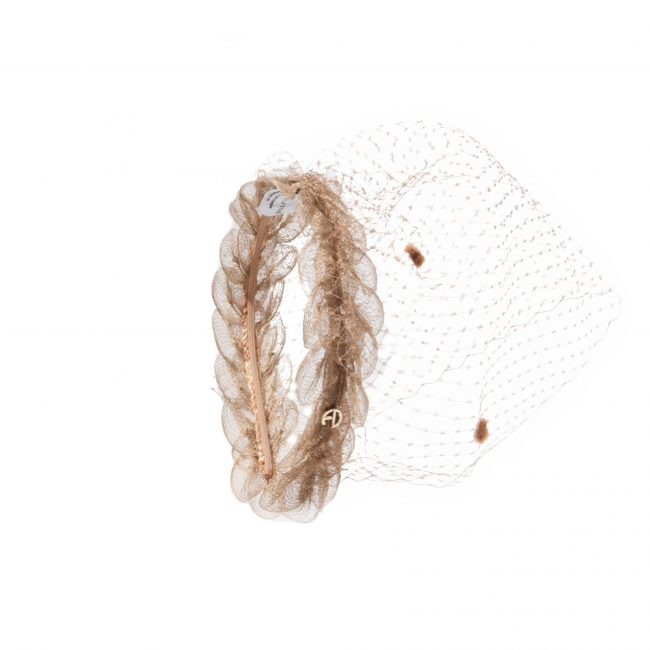 The new headband with spotted veil from the Maison Fabienne Delvingne is the essential accessory for this summer 2020. Available in various colors.