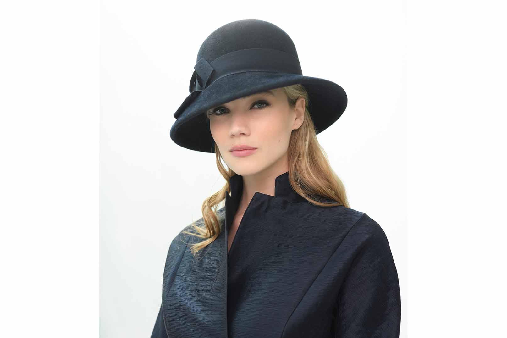 Gibsy Chapeau cloche feutre velours bleu nuit Fabienne Delvigne 2